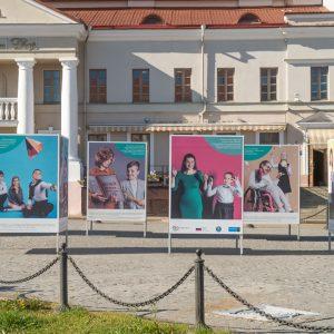 В Минске открылась фотовыставка «Просто дети в школе»